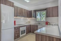 Кухня. Испания, Марбелья : Просторные апартаменты с 3 спальнями для отдыха семьей или с друзьями