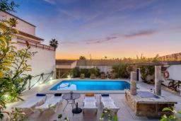 Вид на виллу/дом снаружи. Испания, Манакор : Прекрасная вилла с частным бассейном, просторной террасой и барбекю в Льорет-де-Висталегре