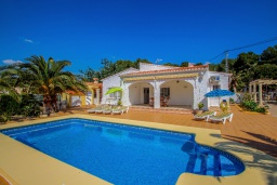 Бассейн. Испания, Мораира : Небольшая уютная вилла с бассейном, 3 спальни, 2 ванные комнаты, бесплатный Wi-Fi