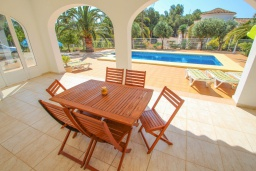 Терраса. Испания, Мораира : Небольшая уютная вилла с бассейном, 3 спальни, 2 ванные комнаты, бесплатный Wi-Fi