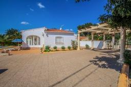 Территория. Испания, Мораира : Небольшая уютная вилла с бассейном, 3 спальни, 2 ванные комнаты, бесплатный Wi-Fi