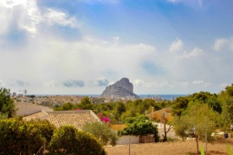 Вид. Испания, Кальпе : Современная вилла расположенная в тихом месте в 5 минутах езды от пляжа, 4 спальни, 2 ванные комнаты, wi-fi, парковка
