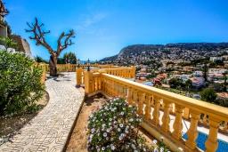 Вид. Испания, Кальпе : Изысканная вилла расположенная в тихом жилом районе в непосредственной близости от центра города Кальпе, 3 спальни, 2 ванные комнаты