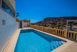Бассейн. Испания, Кальпе : Изысканная вилла расположенная в тихом жилом районе в непосредственной близости от центра города Кальпе, 3 спальни, 2 ванные комнаты