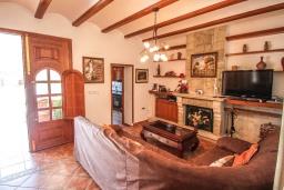 Гостиная / Столовая. Испания, Кальпе : Впечатляющая вилла для семейного отдыха всего в нескольких минутах ходьбы от пляжа Кальпе, 7 спален, 5 ванных комнат, парковка на 5 машин, бассейн