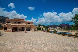 Вид на виллу/дом снаружи. Испания, Кальпе : Впечатляющая вилла для семейного отдыха всего в нескольких минутах ходьбы от пляжа Кальпе, 7 спален, 5 ванных комнат, парковка на 5 машин, бассейн