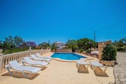 Бассейн. Испания, Кальпе : Впечатляющая вилла для семейного отдыха всего в нескольких минутах ходьбы от пляжа Кальпе, 7 спален, 5 ванных комнат, парковка на 5 машин, бассейн