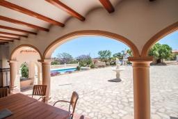 Терраса. Испания, Кальпе : Впечатляющая вилла для семейного отдыха всего в нескольких минутах ходьбы от пляжа Кальпе, 7 спален, 5 ванных комнат, парковка на 5 машин, бассейн