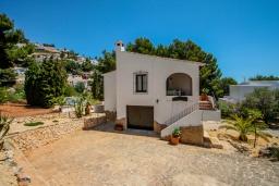 Вид на виллу/дом снаружи. Испания, Мораира :  - Очаровательная вилла с видом на море и частным бассейном, 3 спальни, 2 ванные комнаты, парковка, WIFI