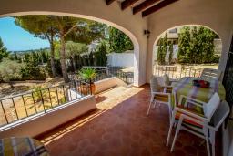 Терраса. Испания, Мораира :  - Очаровательная вилла с видом на море и частным бассейном, 3 спальни, 2 ванные комнаты, парковка, WIFI