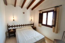 Спальня. Испания, Мораира :  - Очаровательная вилла с видом на море и частным бассейном, 3 спальни, 2 ванные комнаты, парковка, WIFI