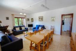 Гостиная / Столовая. Испания, Кальпе : Вилла в традиционном испанском стиле в тихом месте всего в 5 минутах от песчаных пляжей Кальпе, 6 спален, 2 ванные комнаты, WIFI