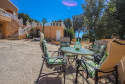 Патио. Испания, Мораира : Очаровательная вилла расположенная в очень тихом месте на окраине Морайры, к услугам гостей, частный бассейн, парковка, 3 спальни, 2 ванные комнаты