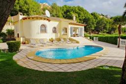 Бассейн. Испания, Мораира : Вилла с одним из самых красивых видов на окрестности благодаря расположению на холме,3 спальни, 2 ванные комнаты, парковка, частный бассейн