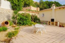 Зона отдыха у бассейна. Испания, Мораира : Вилла с одним из самых красивых видов на окрестности благодаря расположению на холме,3 спальни, 2 ванные комнаты, парковка, частный бассейн