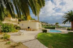 Зелёный сад. Испания, Мораира : Вилла с одним из самых красивых видов на окрестности благодаря расположению на холме,3 спальни, 2 ванные комнаты, парковка, частный бассейн