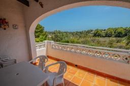 Балкон. Испания, Мораира : Приятная, просторная вилла удобно расположена в тихом жилом районе всего в 2 км от пляжей, магазинов и ресторанов симпатичного курорта Морайра.