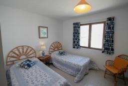 Спальня. Испания, Мораира : Приятная, просторная вилла удобно расположена в тихом жилом районе всего в 2 км от пляжей, магазинов и ресторанов симпатичного курорта Морайра.