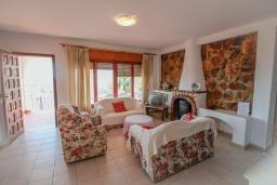 Гостиная / Столовая. Испания, Кальпе : Традиционная испанская вилла расположенная в тихом месте с прекрасным видом на море на побережье Кальпе, 5 спален, 2 ванные комнаты, частный бассейн