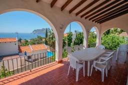 Терраса. Испания, Кальпе : Традиционная испанская вилла расположенная в тихом месте с прекрасным видом на море на побережье Кальпе, 5 спален, 2 ванные комнаты, частный бассейн