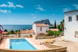 Бассейн. Испания, Кальпе : Традиционная испанская вилла расположенная в тихом месте с прекрасным видом на море на побережье Кальпе, 5 спален, 2 ванные комнаты, частный бассейн