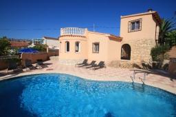 Бассейн. Испания, Кальпе : Уютная вилла с частным бассейном рядом с пляжем, 3 спальни, 2 ванные комнаты, WIFI, кондиционер