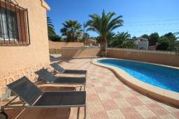 Зона отдыха у бассейна. Испания, Кальпе : Уютная вилла с частным бассейном рядом с пляжем, 3 спальни, 2 ванные комнаты, WIFI, кондиционер