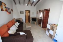 Гостиная / Столовая. Испания, Кальпе : Уютная вилла с частным бассейном рядом с пляжем, 3 спальни, 2 ванные комнаты, WIFI, кондиционер