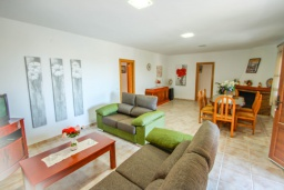 Гостиная / Столовая. Испания, Мораира : Эксклюзивная вилла расположенная всего несколько минут ходьбы от бухты и пляжного бара, 3 спальни, 2 ванные комнаты, стоянка, WIFI