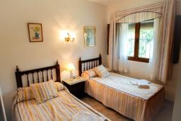Спальня. Испания, Мораира : Эксклюзивная вилла расположенная всего несколько минут ходьбы от бухты и пляжного бара, 3 спальни, 2 ванные комнаты, стоянка, WIFI