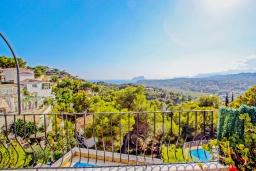 Вид. Испания, Мораира : Комфортабельная вилла расположенная на живописном склоне холма на окраине Морайры, 3 спальни, 2 ванные комнаты, частный бассейн, парковка