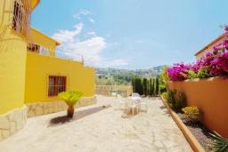Патио. Испания, Мораира : Очаровательная вилла, расположенная в сельской местности на окраине Морайры с видом на традиционные виноградники, 3 спальни, 2 ванные комнаты, WIFI
