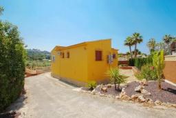 Зелёный сад. Испания, Мораира : Очаровательная вилла, расположенная в сельской местности на окраине Морайры с видом на традиционные виноградники, 3 спальни, 2 ванные комнаты, WIFI