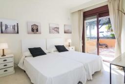 Спальня 2. Испания, Малага : Чудесные апартаменты, имеют захватывающий вид на море и горы. Имеют 7 плюшевых кроватей в 4 разных светлых спальнях с широкими частными террасами.
