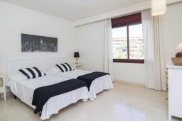 Спальня 3. Испания, Малага : Чудесные апартаменты, имеют захватывающий вид на море и горы. Имеют 7 плюшевых кроватей в 4 разных светлых спальнях с широкими частными террасами.