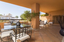 Кухня. Испания, Малага : Чудесные апартаменты, имеют захватывающий вид на море и горы. Имеют 7 плюшевых кроватей в 4 разных светлых спальнях с широкими частными террасами.