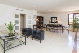 Гостиная / Столовая. Испания, Малага : Чудесные апартаменты, имеют захватывающий вид на море и горы. Имеют 7 плюшевых кроватей в 4 разных светлых спальнях с широкими частными террасами.