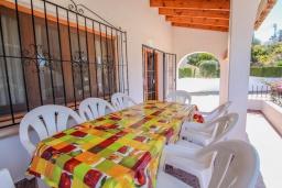 Терраса. Испания, Мораира : Комфортабельная вилла для отдыха в нескольких минутах ходьбы от прекрасного морского курорта Морайра, 4 спальни, 3 ванные комнаты, частный бассейн, WIFI, парковка