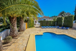 Бассейн. Испания, Мораира : Комфортабельная вилла для отдыха в нескольких минутах ходьбы от прекрасного морского курорта Морайра, 4 спальни, 3 ванные комнаты, частный бассейн, WIFI, парковка