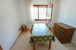 Обеденная зона. Испания, Кальпе : Просторная вилла с шикарным бассейном, в красивом месте, в распоряжении гостей 4 спальни, 2 ванные комнаты, все удобства