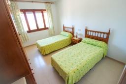Спальня 2. Испания, Кальпе : Просторная вилла с шикарным бассейном, в красивом месте, в распоряжении гостей 4 спальни, 2 ванные комнаты, все удобства