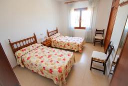 Спальня 4. Испания, Кальпе : Просторная вилла с шикарным бассейном, в красивом месте, в распоряжении гостей 4 спальни, 2 ванные комнаты, все удобства