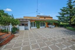 Патио. Испания, Теулада : Отличная вилла в средиземноморском стиле в спокойном районе, 4 спальни, 2 ванные комнаты, частный бассейн, гараж