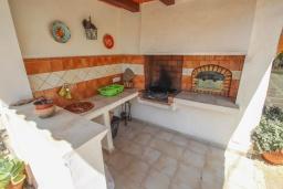 Летняя кухня. Испания, Теулада : Отличная вилла в средиземноморском стиле в спокойном районе, 4 спальни, 2 ванные комнаты, частный бассейн, гараж