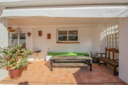 Терраса. Испания, Мораира : Очаровательная вилла в испанском стиле,  в 1,5 км от пляжа и центра Морайры, 4 спальни, 3 ванные комнаты, частный бассейн, барбекю