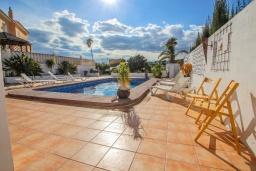 Зона отдыха у бассейна. Испания, Мораира : Очаровательная вилла в испанском стиле,  в 1,5 км от пляжа и центра Морайры, 4 спальни, 3 ванные комнаты, частный бассейн, барбекю