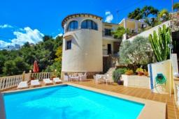 Вид на виллу/дом снаружи. Испания, Бенисса : Замечательный дом для отдыха, с хорошей мебелью, расположен на вершине холма, 2 спальни, ванная комната, частный басейн