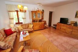 Гостиная / Столовая. Испания, Бенисса : Замечательный дом для отдыха, с хорошей мебелью, расположен на вершине холма, 2 спальни, ванная комната, частный басейн