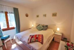 Спальня. Испания, Бенисса : Замечательный дом для отдыха, с хорошей мебелью, расположен на вершине холма, 2 спальни, ванная комната, частный басейн
