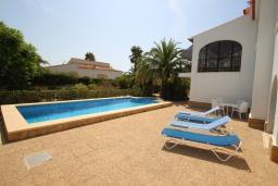 Зона отдыха у бассейна. Испания, Кальпе : Светлая просторная вилла с видом на море, 2 спальни, ванная комнаты, частный басейн